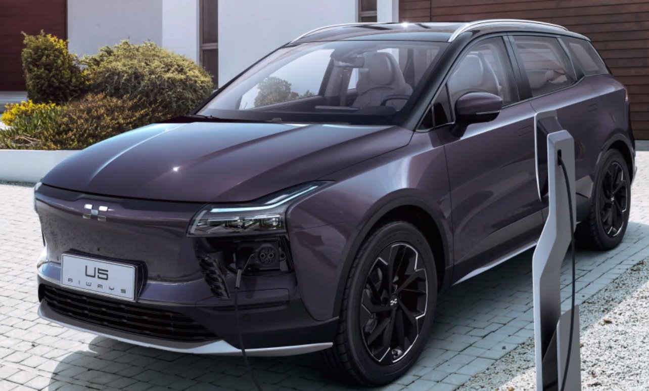 The Chinese Aiways U5 will come to the IAA Cars Frankfurt 2019... by road!